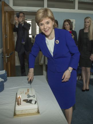 067 - First Minister cutting cake.jpg
